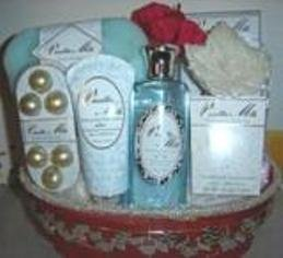 VANILLA MILK 7 PC BATH SET WITH WIRE BASKET