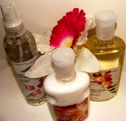 BATH & BODY WORKS SHEER FREESIA 3 PC BATH GIFT SET