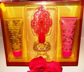 BETSY JOHNSON 3 PC 1.66 OZ WOMEN&#039;S PERFUME &amp; BATH GIFT SET