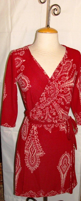 J & M RED PRINT 3/4 SLEEVE WRAP DRESS SIZE S