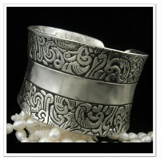 Individualized hand-made bangle  �12