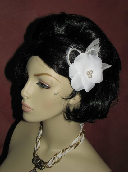 White bridal feather fascinator