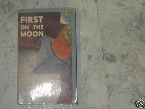 FIRST ON THE MOON HUGH WALTERS(1960 ) PB
