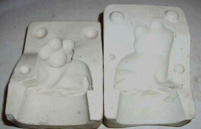 SMALL CERAMIC MOLD ~ FROG ~ DECORATIONS