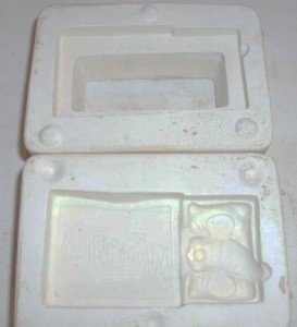 SMALL CERAMIC MOLD ~ MOUSE IN MATCHBOX ~ DECORATIONS