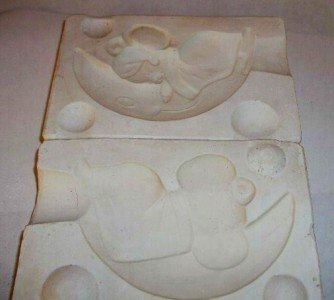 '70 CERAMIC MOLD CHRISTMAS ORNAMENT ~MOUSE ON THE MOON~