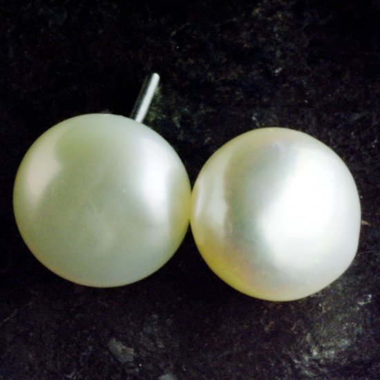8 mm Natural Freshwater Pearl Stud Earrings, White
