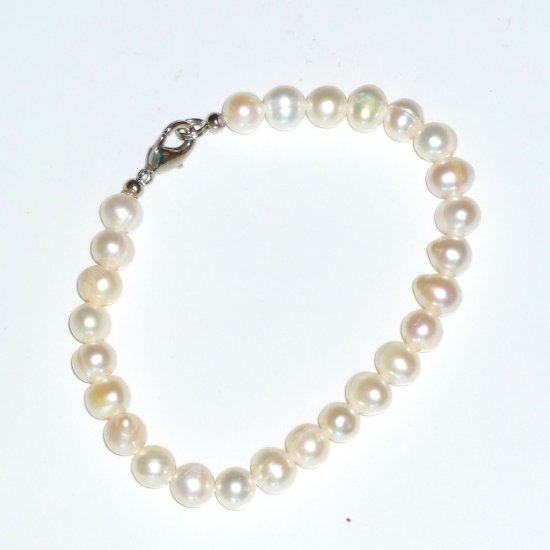 Freshwater White Pearl Bracelet with Lobster clasp