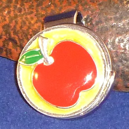 Apple Golf Ball Marker with Magnetic Hat Clip