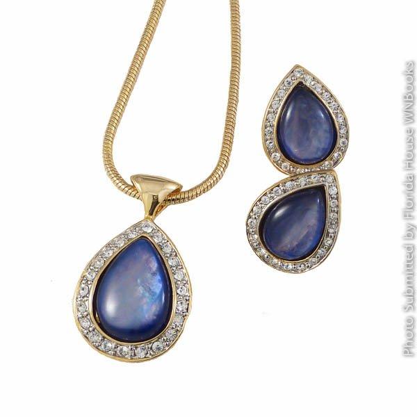 Elegant Teardrop Necklace & Earrings Set