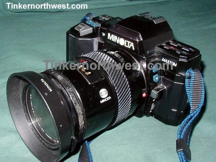 MINOLTA MAXXUM 7000 SLR and 28-85 mm Macro Zoom Lens