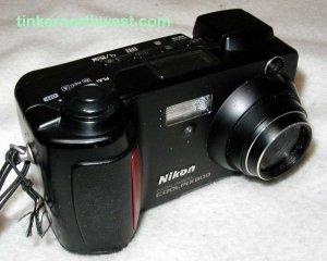 Nikon Coolpix 800 2MP Digital Camera w/ 2x Optical Zoom