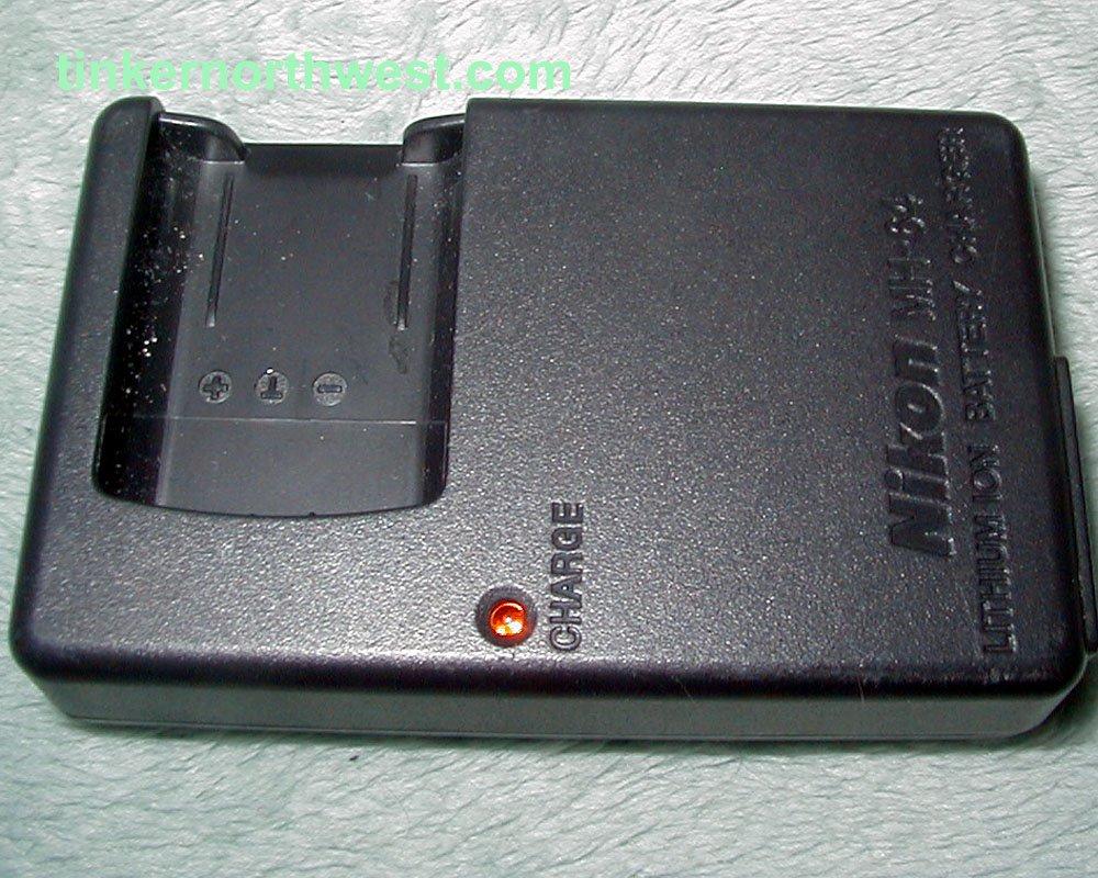 Nikon MH-64 Battery Charger for the Nikon EN-EL11 Li-Ion Battery