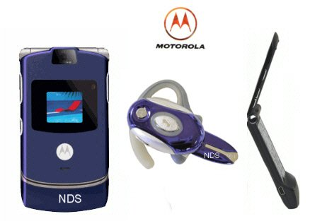 Motorola V3 -Midnight Blue Razr Cell Bluetooth Phone Combo with Car Charger + H700 Blue (Unlocked)