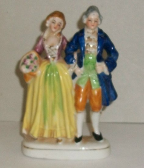 Colonial Couple  Ceramic Figurine   Made In Occupied Japan
