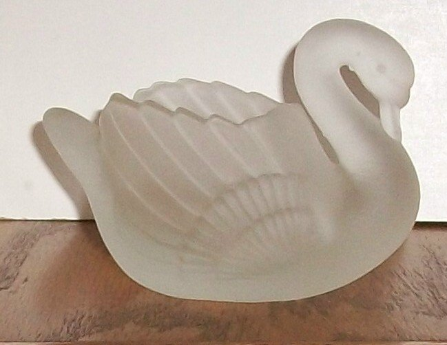 Frosted Glass Swan