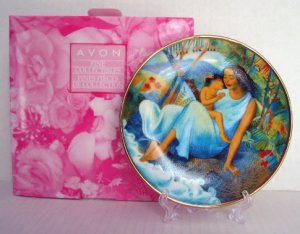 NEW 2004 AVON Mother's Day PLATE Hispanic Raul Colon