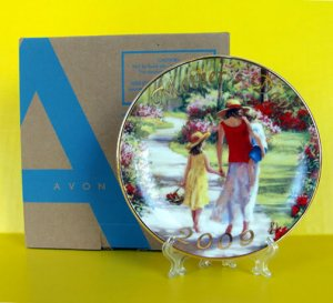 NEW 2009 AVON Mother's Day PLATE Caucasian Laurie Hein