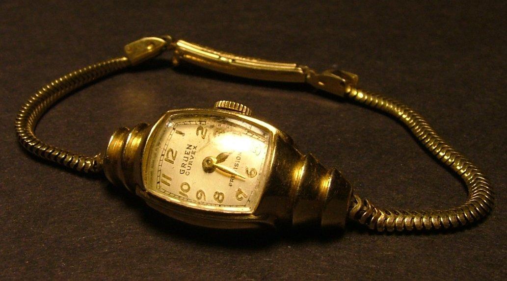 Gruen Curvex Women's Watch, Ornate Lugs, Curved Crystal & Original Bracelet Band c.1939