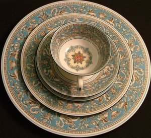 Wedgwood Fine Bone China 10.75 Inch Dinner Plate, Florentine Pattern
