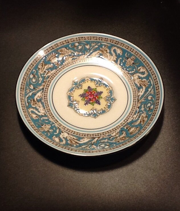 Wedgwood Fine Bone China Rim shape saucer, Florentine Pattern