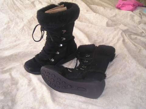 Black Furry Snow boots 6.5