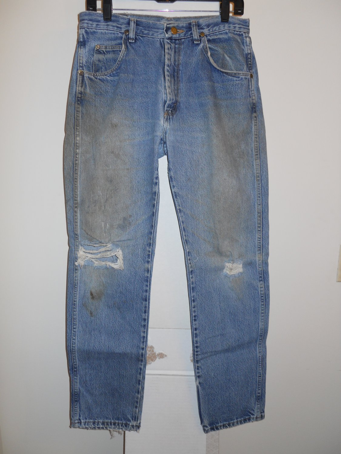 Wrangler used worned torn stained distressed blue denim jeans men's 32x32