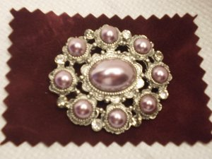 OVAL METALIC BROOCH