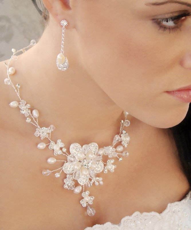Freshwater Pearl and Crystal Wedding Necklace Earrings Bridal Jewelry Set!