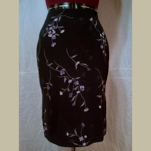 Cute! BLACK STRETCH SKIRT with Lavender Floral Design~Knee-length~size Small