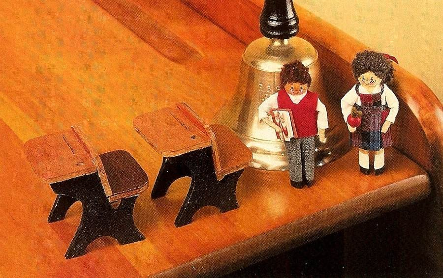 Y690 Craft PATTERN ONLY Clothespin School Boy & Girl and School Desk Patterns