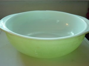 Vintage Pyrex Two Handle Lime Green Mixing Bowl 024 2 Qt. #300674