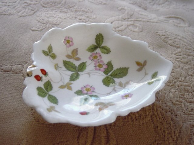 Vintage Wedgewood Bone China Leaf Tray Wild Strawberry Pattern Made in England #301178