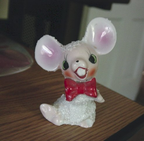 Vintage Hand Painted Buck Tooth White Mouse Figurine #301286