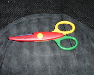"5 1/4"" Primary Colors Plastic Craft Scissors with Stainless Steel Blade Wavy Edges #301380"