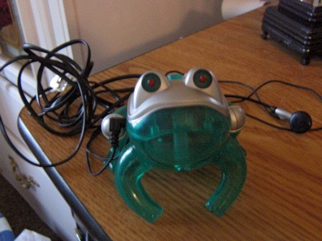 Green Frog Telephone Glowing Eyes Croaking Ribbit Ring #301452
