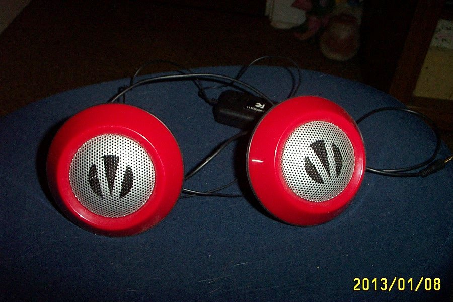 Red Round Retro Compact Stereo Speakers for CD, Cassette Players or Radio #301504