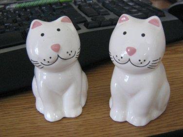 White Porcelain Smiling Cats Salt & Pepper Shakers #301663