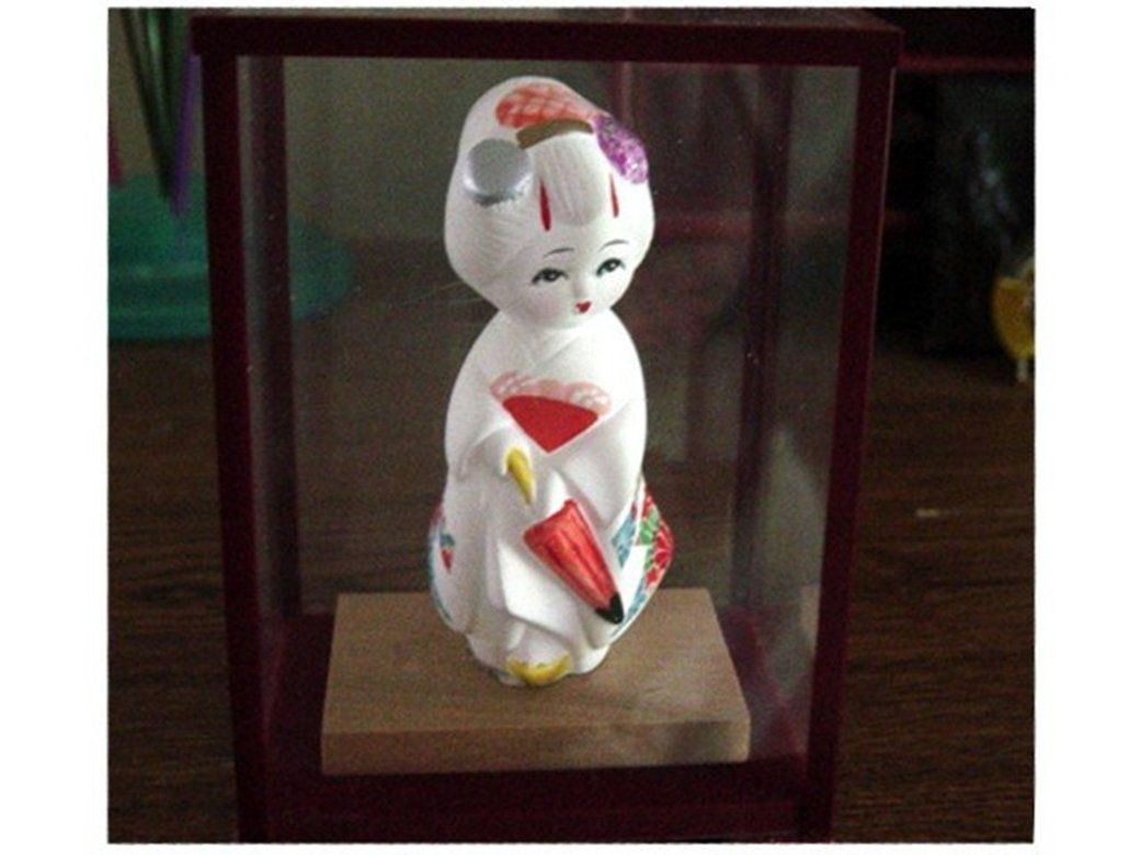 Little Asian White Bisque Girl Figurine in Case #300838