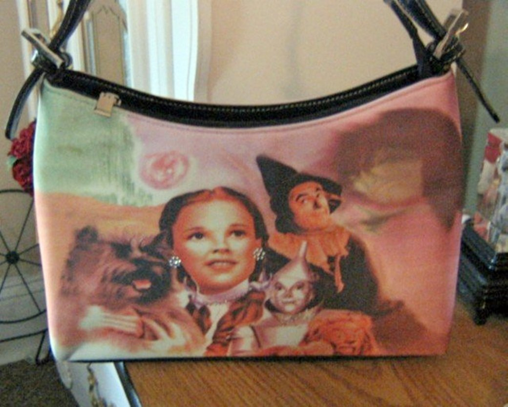 Printed Wizard of OZ Dorothy, Tin man, Toto, Lion and Scarecrow Handbag Purse #302008