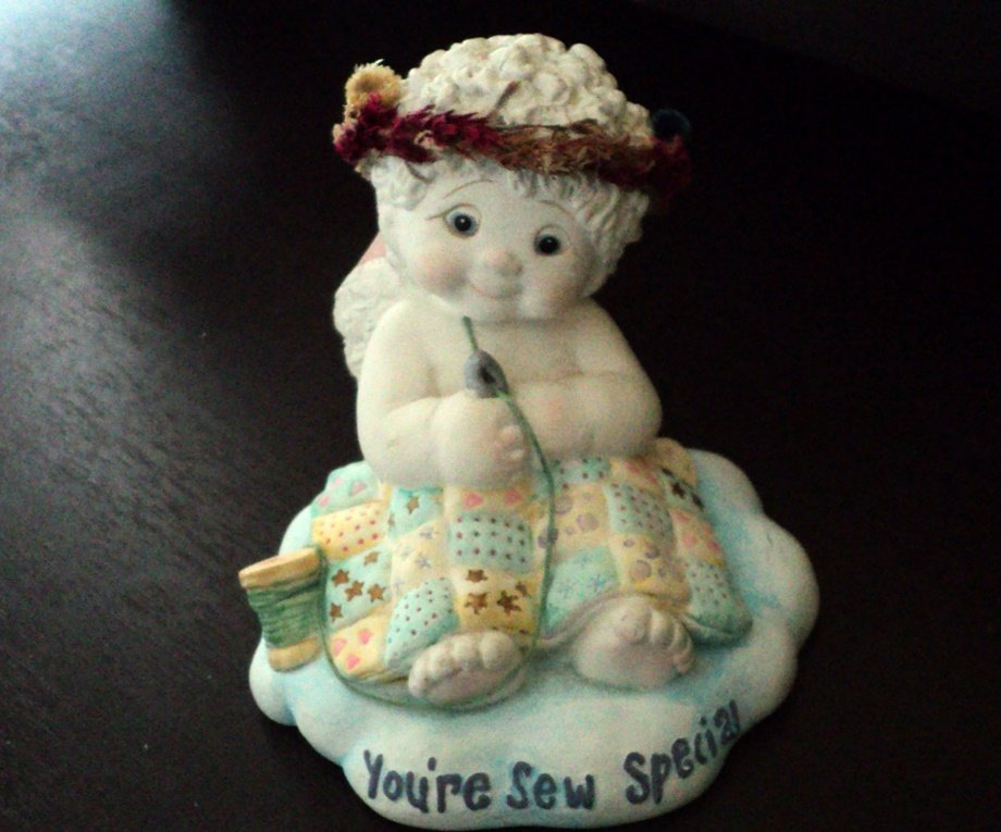 2003  Dreamsicles Angel Figurine You're Sew Special Signed Kristin #302262