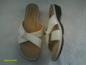 SOFT SPORTS LADIES WHITE SANDALS SIZE 12W