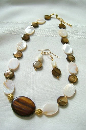 Mother of Pearl and Bronze Disc Bead Necklace Set 3004