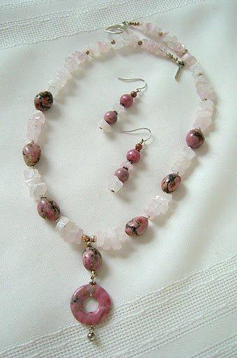 �Summertime Casual� Rhodonite Pendant, Rose Quartz Nuggets Necklace Set 3145