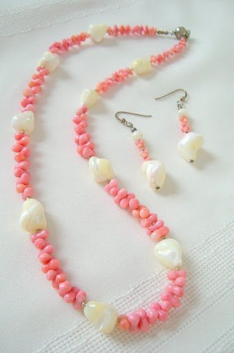 Pink Coral Nuggets and Mother-Of-Pearl Freeform Stones Necklace Set 3156