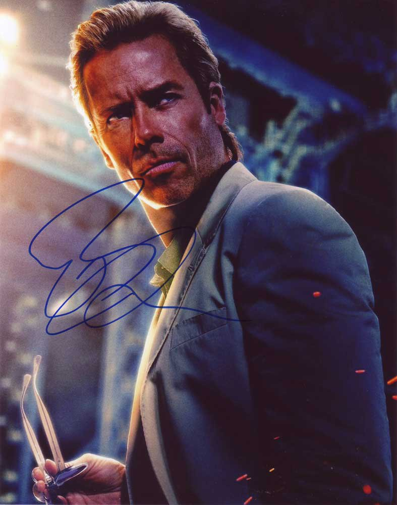 Guy Pearce in-person autographed photo