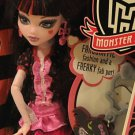 Monster High fashion doll Killer Style Draculaura bat keychain Day at the Maul