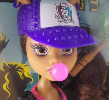 Monster High Ghoul Sports Clawdeen Wolf doll - daughter of the werewolf baseball