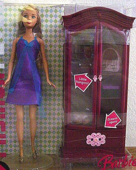 Barbie FASHION FEVER Dressing Room  & Doll MIB!!