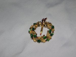Vintage Gerry's Christmas Wreath Brooch